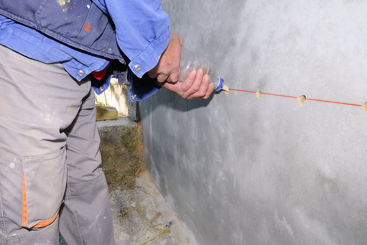 injecting walls against rising damp